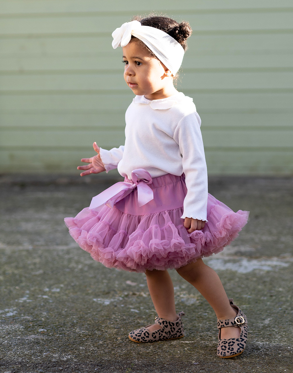 little girl wearing a totsi tutu